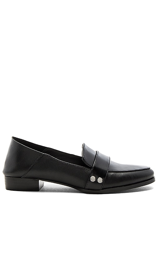 JAGGAR Prime Flat in Black
