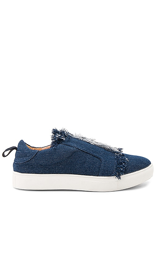 JAGGAR Fray Sneaker in Blue