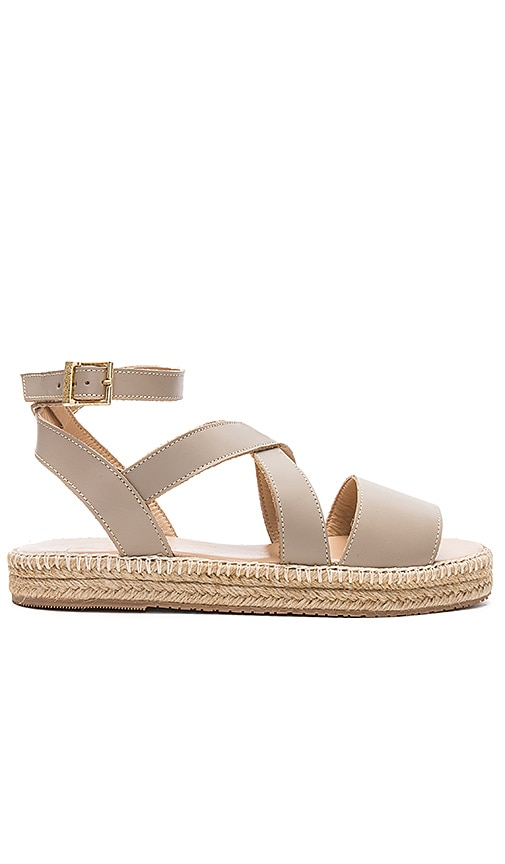 Kaanas Peoria Sandal in Taupe