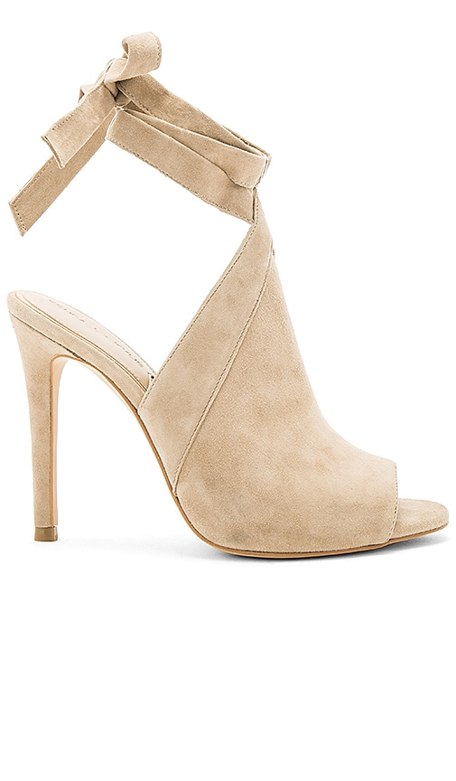 KENDALL + KYLIE Evelyn Heel in Beige