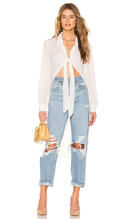 64f0063586d49 krisa Tie Front High Low Top in White