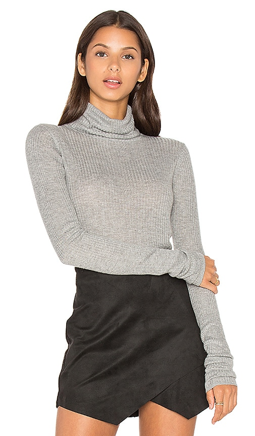 LEO & SAGE Rib Turtleneck Top in Gray