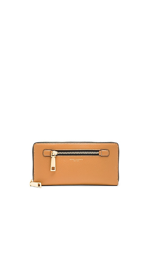 Marc Jacobs Gotham City Travel Wallet in Tan