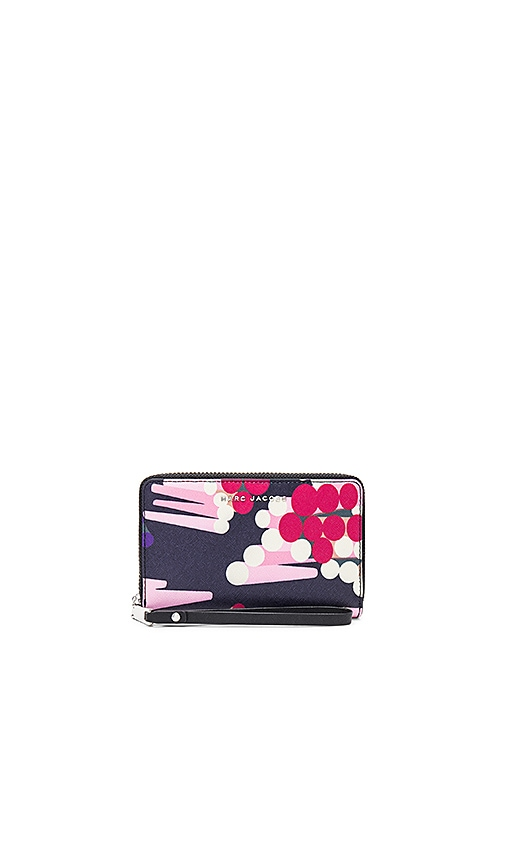 Marc Jacobs Saffiano Geo Spot Zip Phone Wristlet in Pink