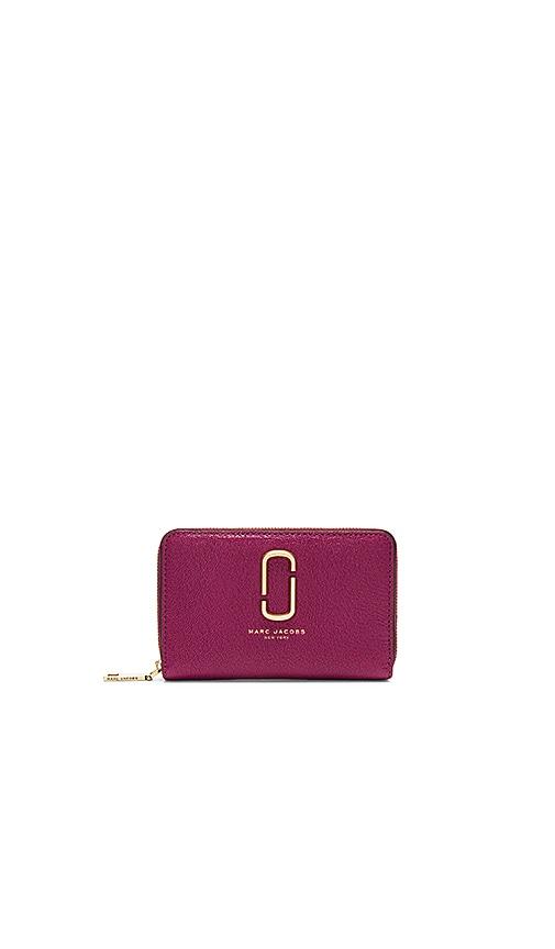 Marc Jacobs Double J Small Standard Wallet in Wine