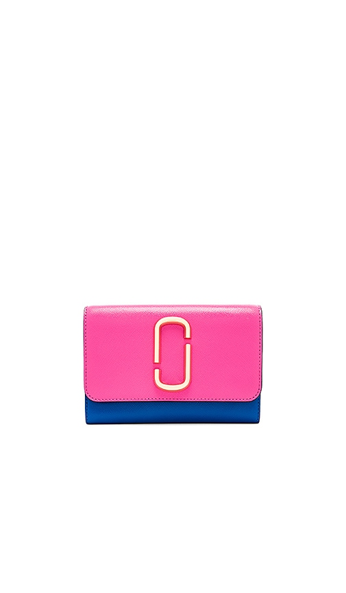 Marc Jacobs Wallet On Chain Bag in Fuchsia