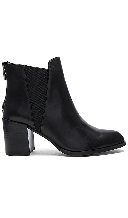 Matiko Daria Booties in Black