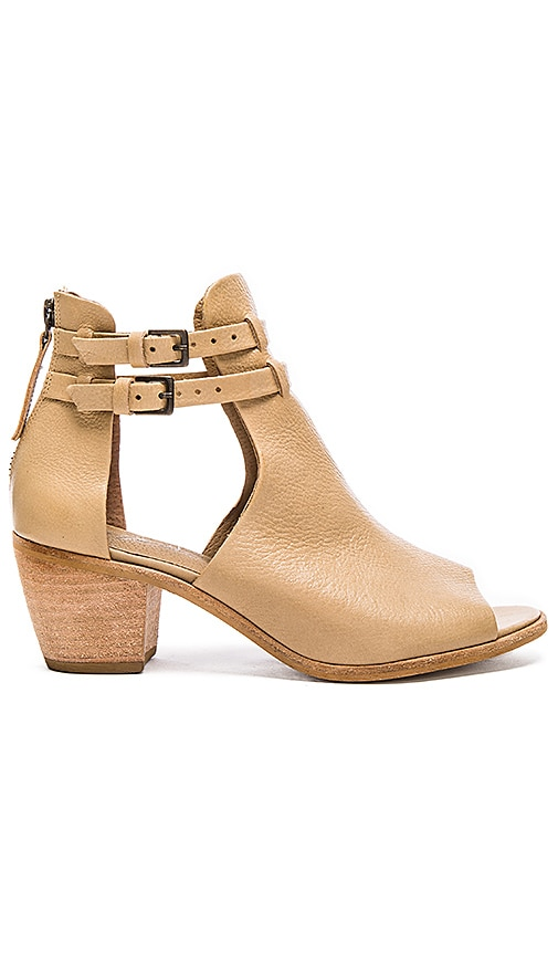 Matisse Columbia Bootie in Natural