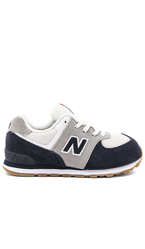 New Balance 574 Sneaker in Navy