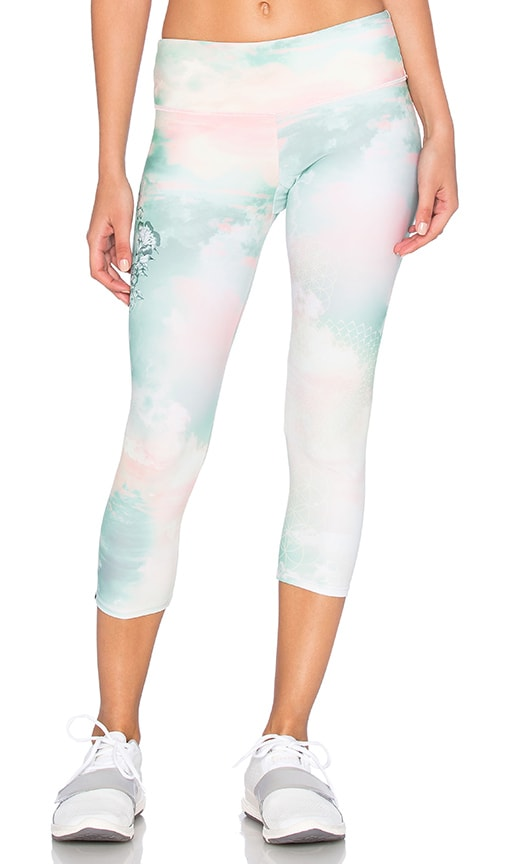 onzie Graphic Capri in Goddess