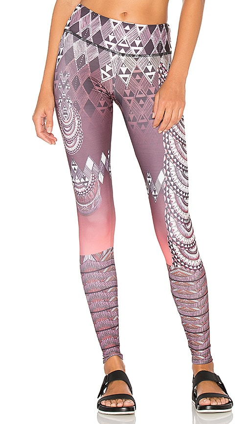 onzie Graphic Legging in Burgundy