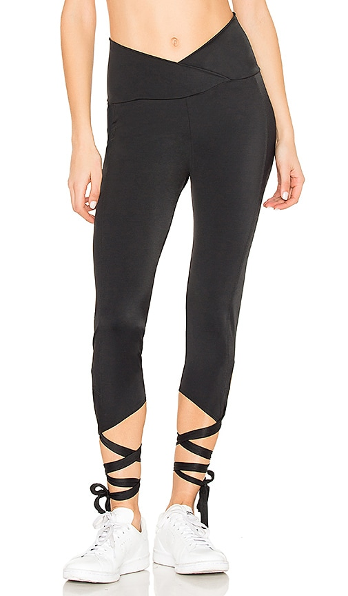 onzie Ballerina Capri in Black