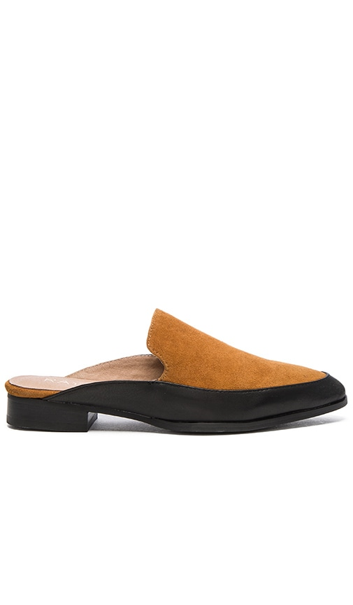 RAYE Kiki Flat in Whiskey & Black