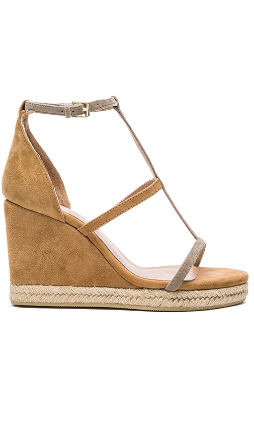 RAYE Dillon Wedge in Tan