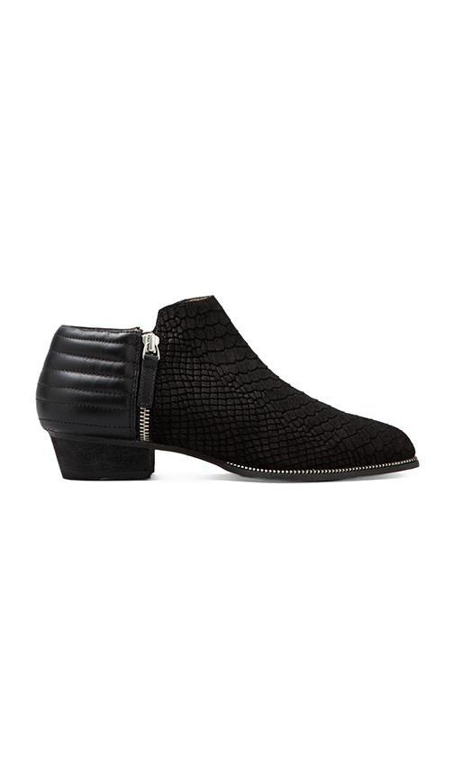Britney V Boot