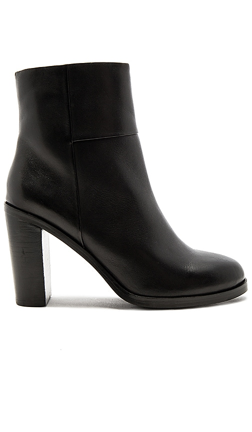 Seychelles Gossip Booties in Black