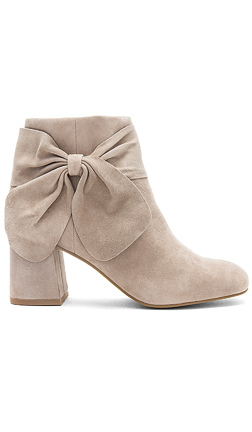 Seychelles Catwalk Bootie in Gray