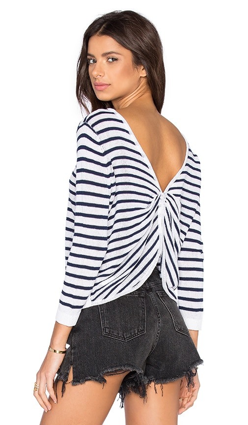 SHAE Twist Back Crop Pullover Sweater in White & Navy Combo