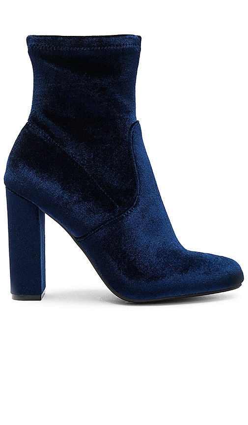 Steve Madden Edit Bootie in Navy