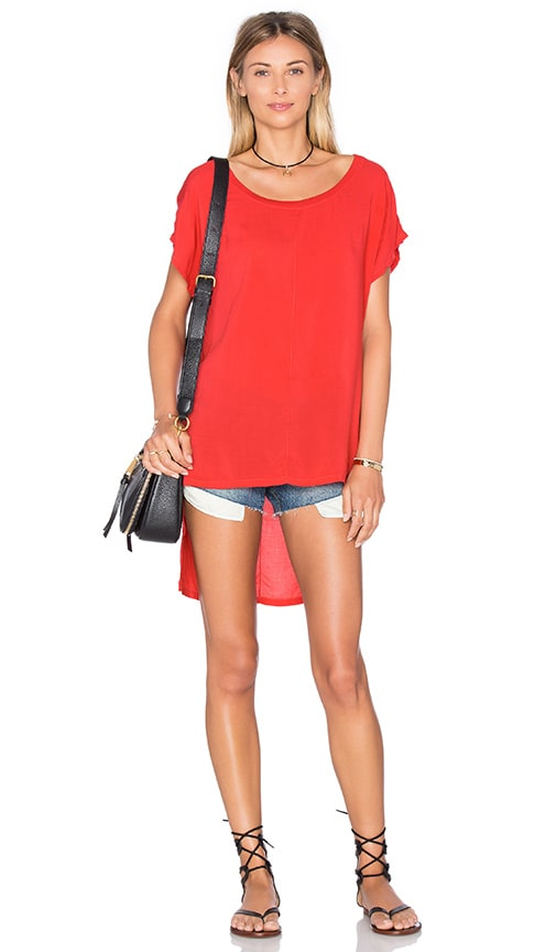 Splendid Hi Low Tee in Red