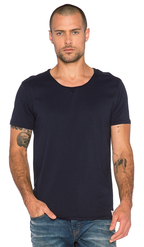 Scotch & Soda Home Alone Short Sleeve Tee with Twisted Seams in Navy
