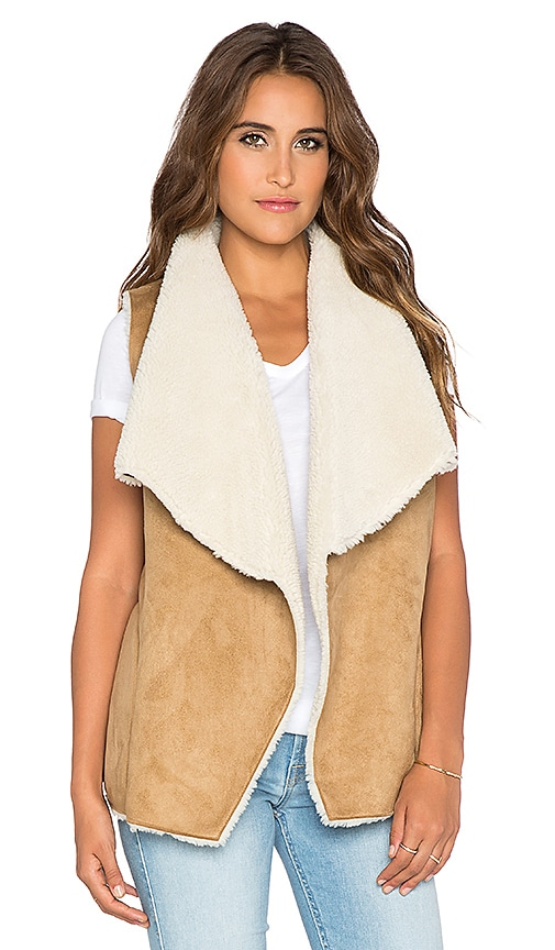 Velvet by Graham & Spencer Ulio Faux Sherpa Vest in Camel
