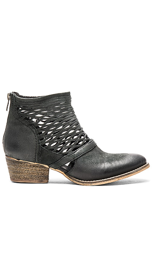 Rebels Cali Bootie in Black