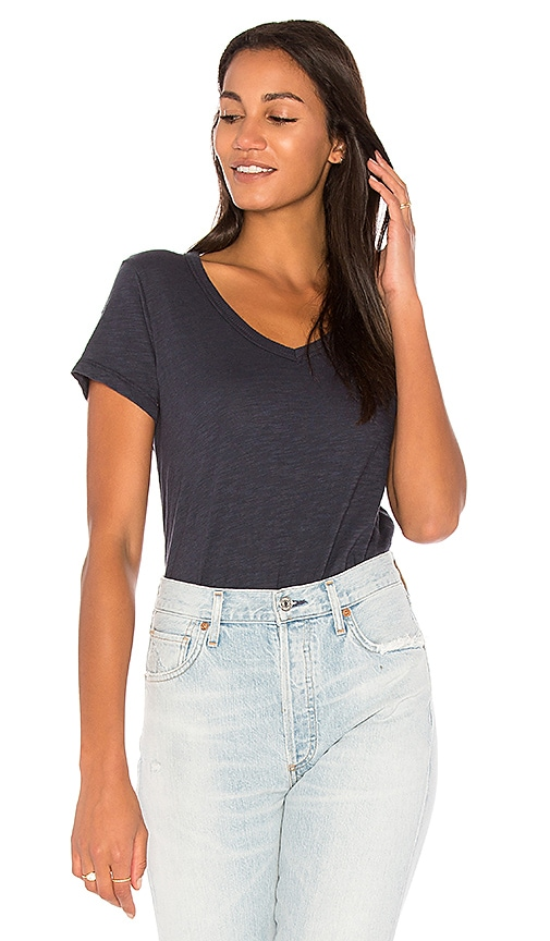 Wilt V-Neck Unfinished Hem Shirttail Tee in Blue