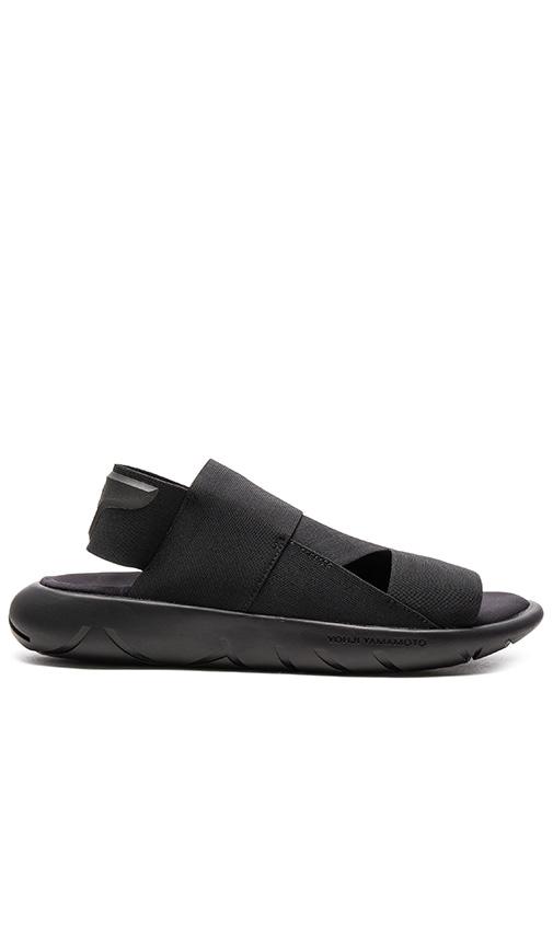Y-3 Yohji Yamamoto Qasa Sandal in Black