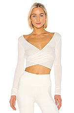 alo Amelia Luxe Long Sleeve Crop in Pristine Heather