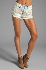 Embroidery Acid Wash Short en Leeches