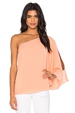 One Shoulder Winged Top en Pêche Clair