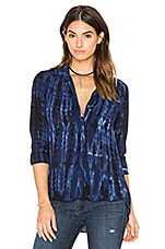Tie Dye Pocket Button Down en Blue Indigo