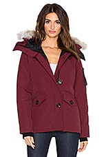 Montebello Coyote Fur Parka en Bordeaux