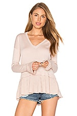 Lucerne Ruffle V Neck Sweater en Blush