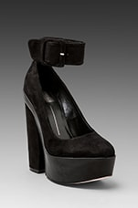 Jevan Pump in Black