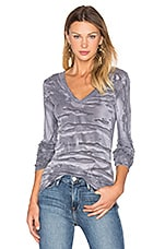 Cashmere Cuffed V Neck Top en Erosion