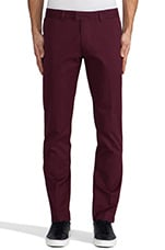 The Terence Twill Chino in Bordeaux