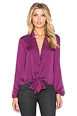 Long Sleeve Shirttail Blouse en Magenta Foncé