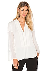 Deep V Sheer Sleeve Top en Craie