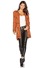 x REVOLVE Amber Embellished Coat en Orange brûlée