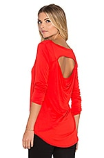 DOS LONG SLEEVE PEEKABOO BACK