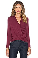 Long Sleeve Surplice Top en Bloom