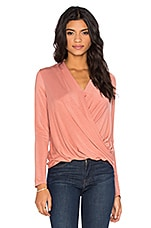 Long Sleeve Surplice Top en Ocher