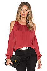 The Shoulder Blouse en Bordeaux