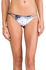 Lanai Multi String Loop Side Bottom in Underwater Night