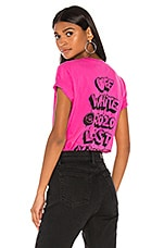 OFF-WHITE Markers Casual Tee in Fuchsia & Black
