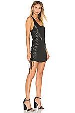 Fifi Lace Up Leather Dress en Raven