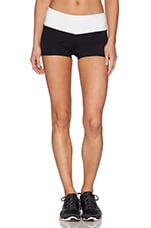 Eclon Hot Yoga Contrast Short in Black/White