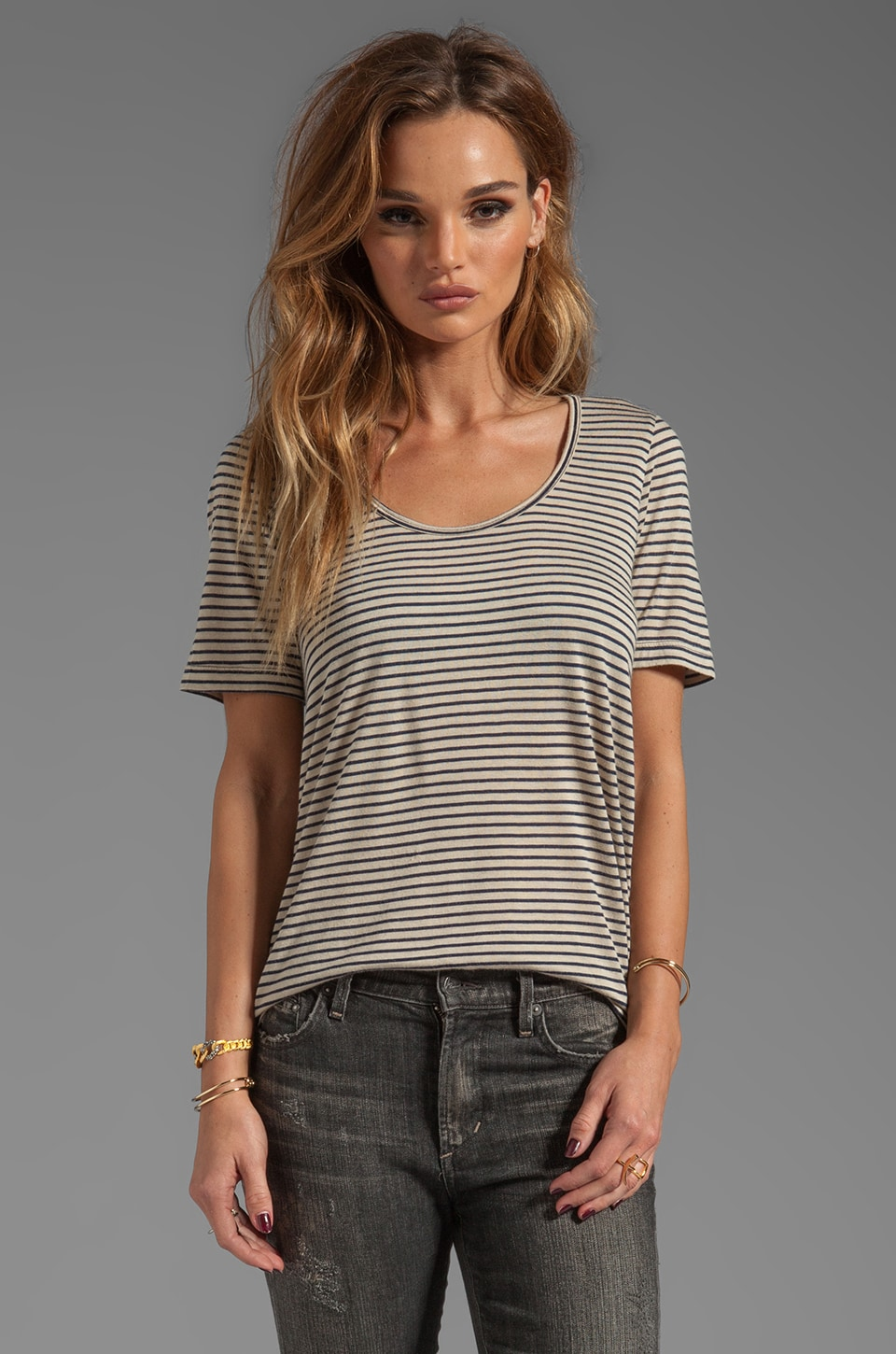 19 4t Short Sleeve Scoop Neck Tee en Navy/Beige Stripe